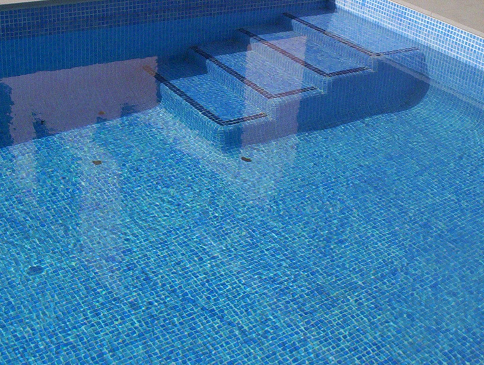 Escaleras obra y cobertores thp aragon for Escaleras de piscina
